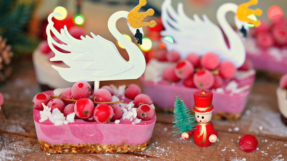 mini-christmas-decorated-cake-berries-with-swan-decoration| Feature | How To Do A Vegan Christmas and Please Everyone